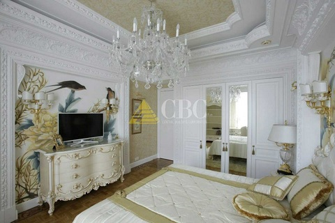 Ремонт в двухкомнатной квартире в Москве в стиле «рококо» - как «не перегрузить» помещение